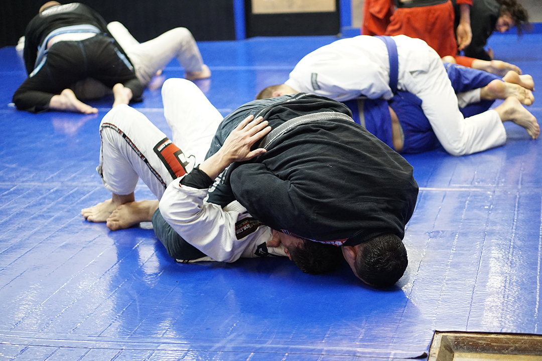 tom mcmahon rolling at electric bjj 2