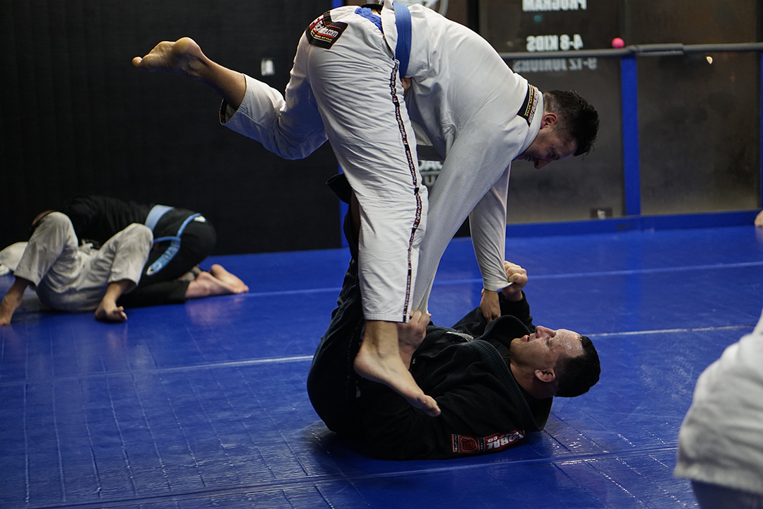 tom mcmahon rolling at electric bjj